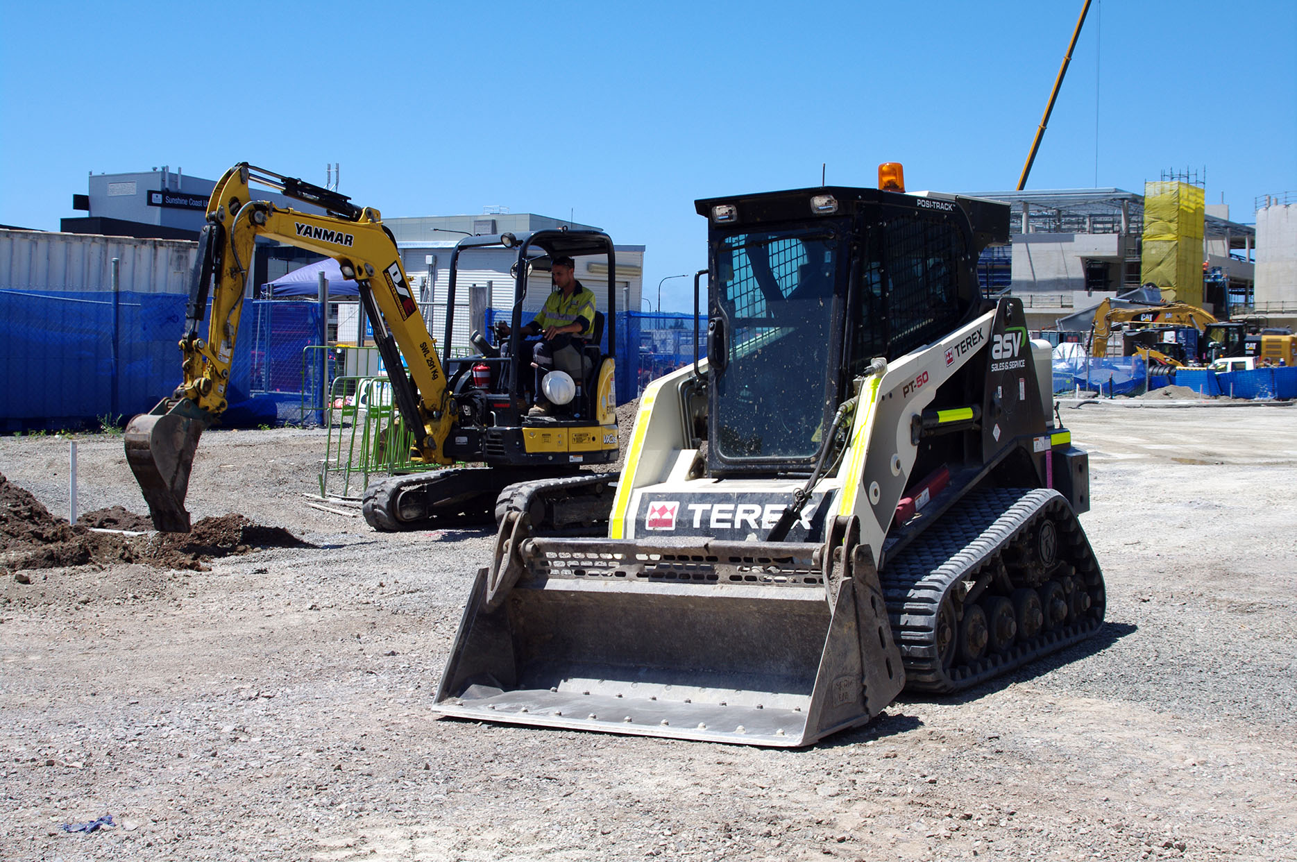 Civil works earthmoving sunshine coast - excavator dry hire