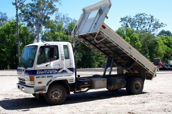 Tipper hire sunshine coast - excavator dry hire in sunshine coast qld